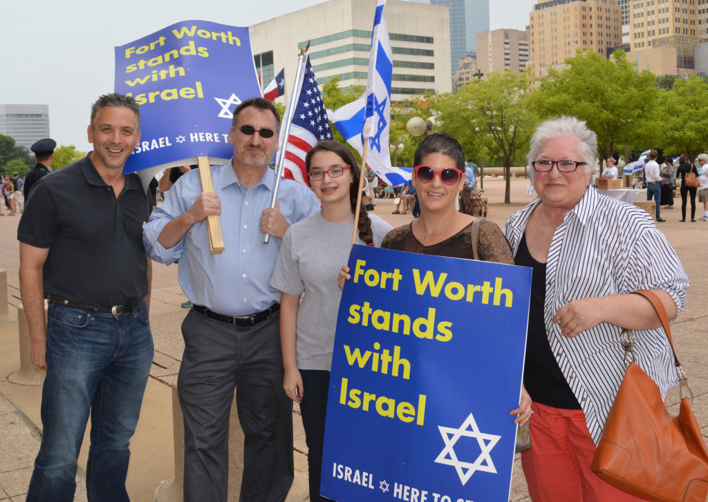 Pictured from left are Fort Worthians Rick Klotz, Jewish Federation of Fort Worth and Tarrant County President Bob Golderg, his daughter Lily and wife Kim and Debby Rice. | Photo: TJP Staff