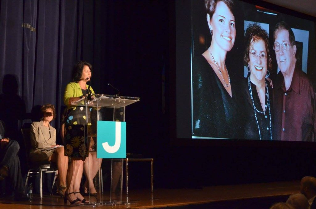 Lisa Brodsky pays tribute to the late Karen Stern during the 137th annual meeting at the Aaron Family JCC.