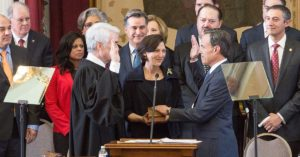 File photo Joe Straus (right) is sworn in as Speaker of the Texas House in 2009. Straus announced he will retire after more than a decade in office.