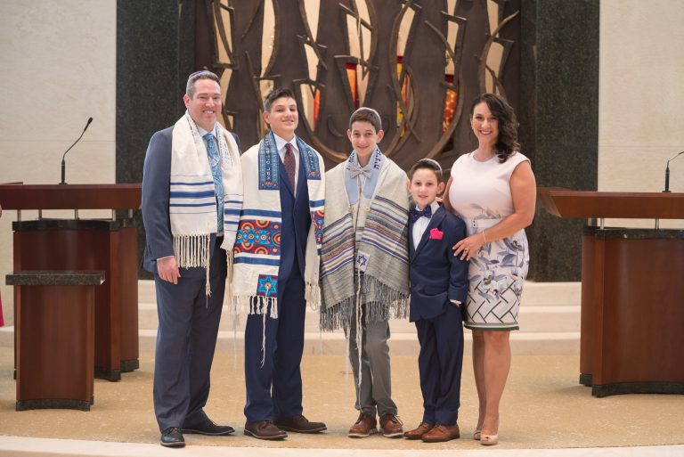 Read more about the article COVID-19 doesn't sideline Tarrant County simchas