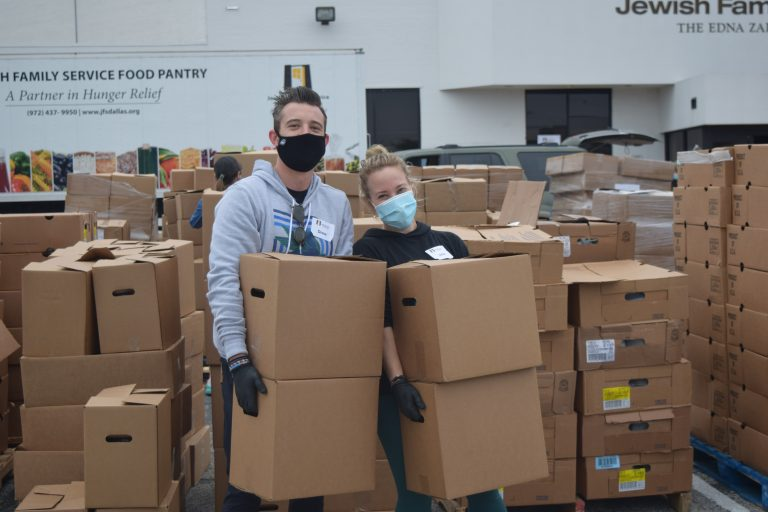 Read more about the article JFS, YAD hold massive Thanksgiving food giveaway